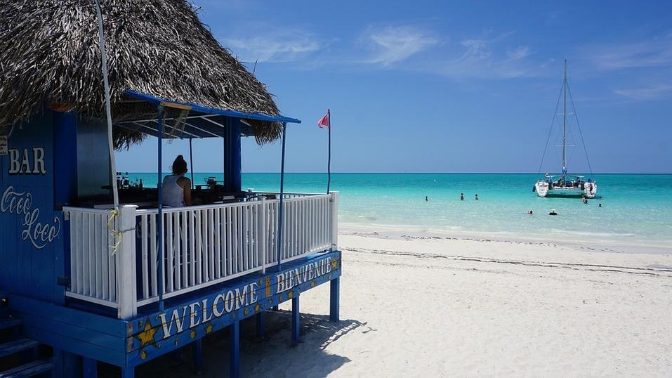 15 лучших пляжей мира: как туда добраться и сколько стоит аренда зонтика 12