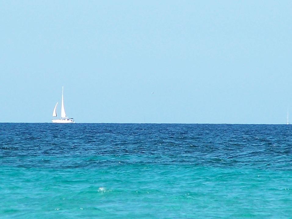 15 лучших пляжей мира: как туда добраться и сколько стоит аренда зонтика 13