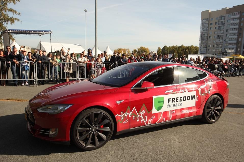 «Прокачали» финансовую грамотность под тест-драйвы с Tesla 1