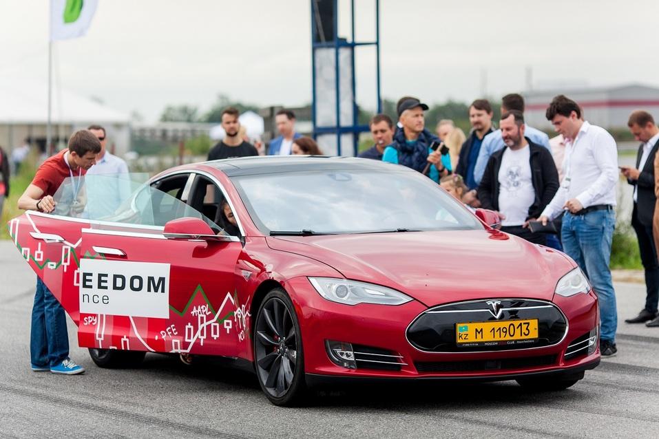 «Фридом Финанс» повысила интерес к инвестированию в ценные бумаги через гонки на Tesla  1