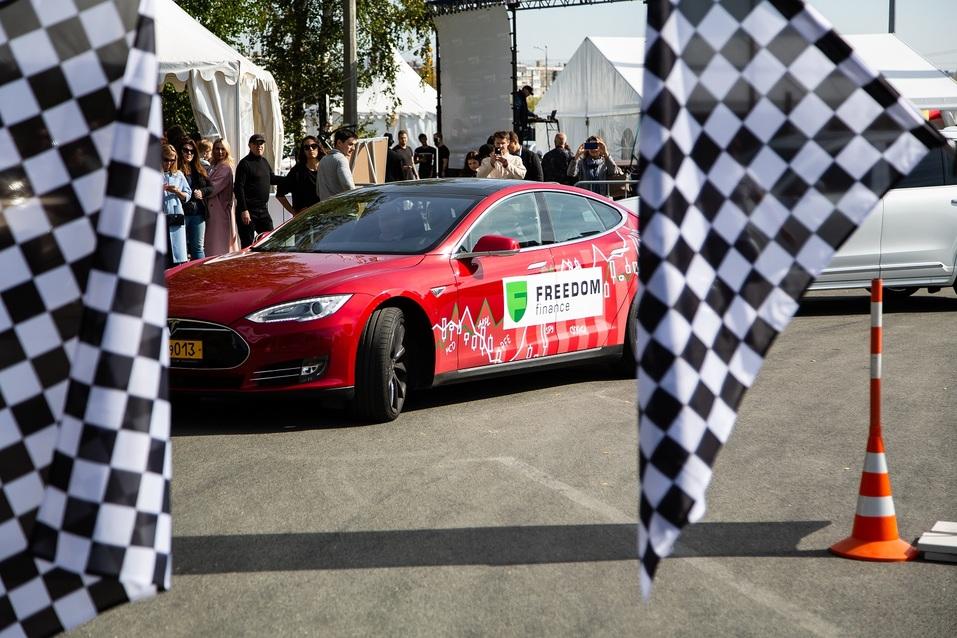 «Фридом Финанс» повысила интерес к инвестированию в ценные бумаги через гонки на Tesla  2
