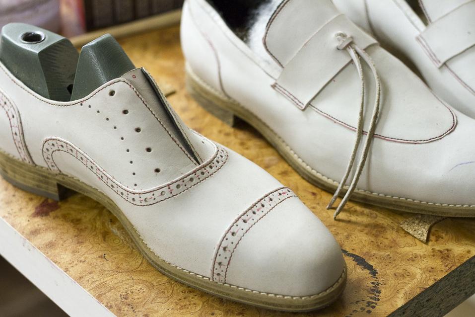 «Какие оксфорды? Наши мужчины до сих пор носят туфли. Спасибо, хоть не с костюмом «Адидас» 6