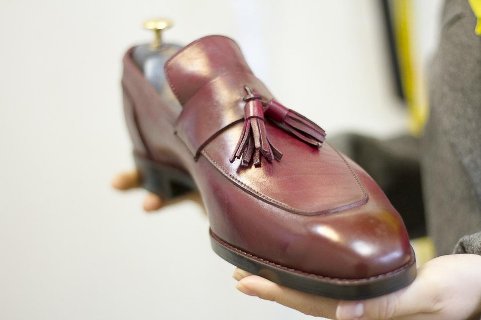 «Какие оксфорды? Наши мужчины до сих пор носят туфли. Спасибо, хоть не с костюмом «Адидас» 10