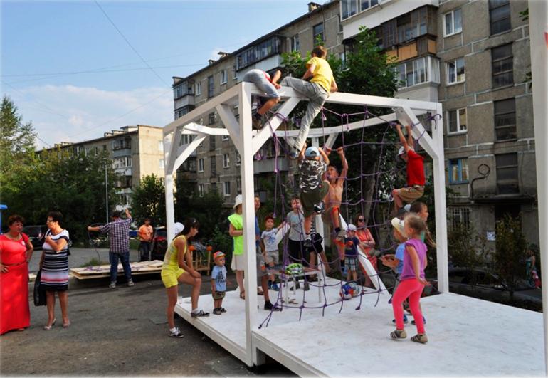Разрисованные многоэтажки в Челябинской области оценили минстрое России 4