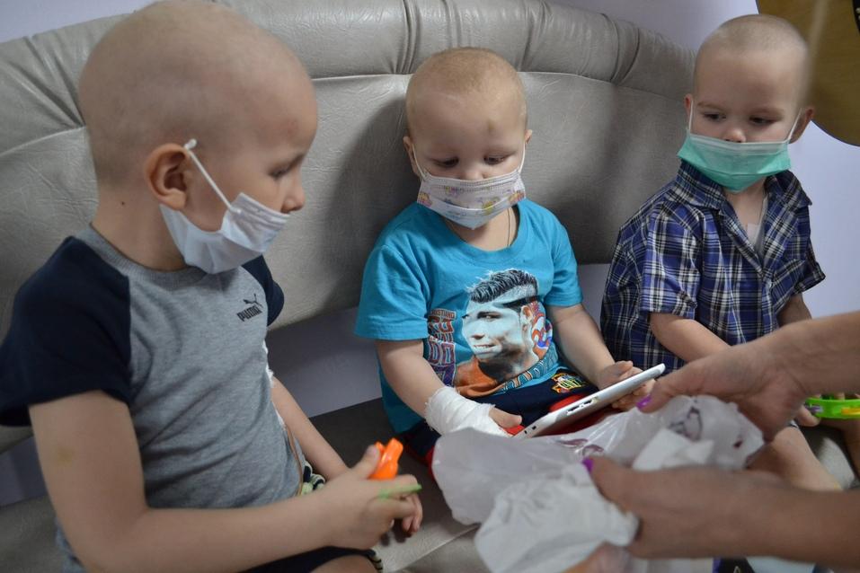 Каждый из нас может помочь больным детям, перечислив посильную сумму Фонду «Искорка» 2