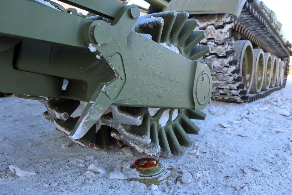 Суровость зашкаливает: челябинские тракторы смогут преодолевать минные поля 3