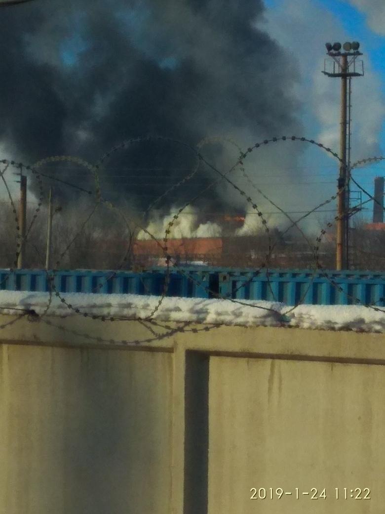 В Магнитогорске загорелось здание крупнейшего завода 2