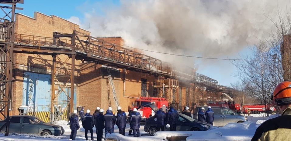 В Магнитогорске загорелось здание крупнейшего завода 1