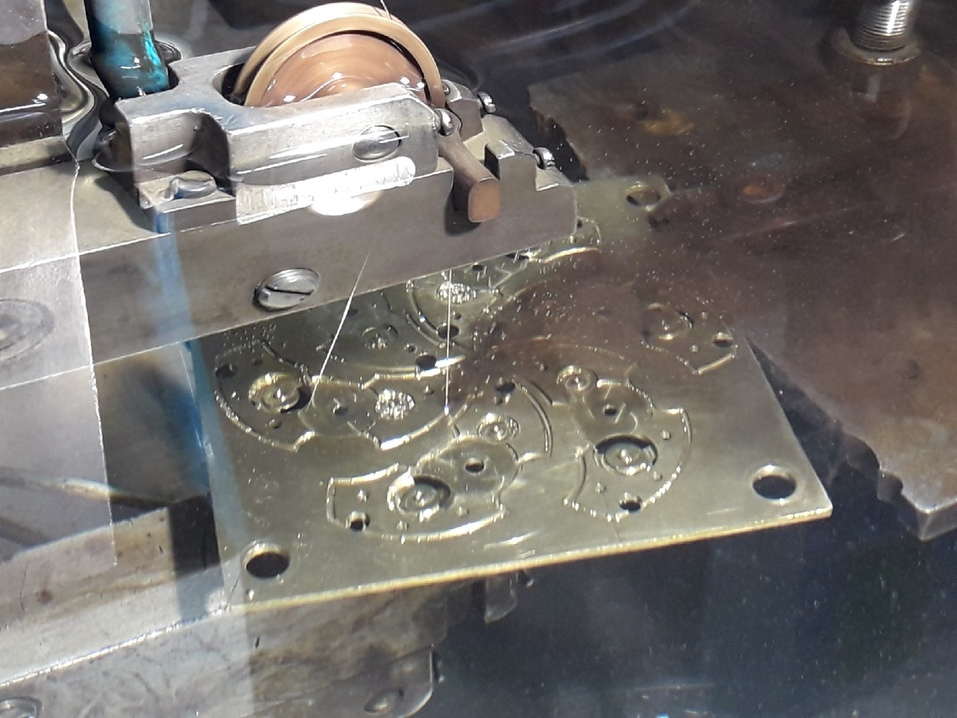 «Надо быть и механиком, и ювелиром»: как на челябинском заводе создают механизмы для часов 2