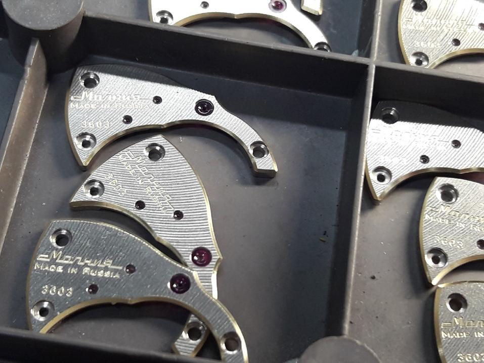 «Надо быть и механиком, и ювелиром»: как на челябинском заводе создают механизмы для часов 4