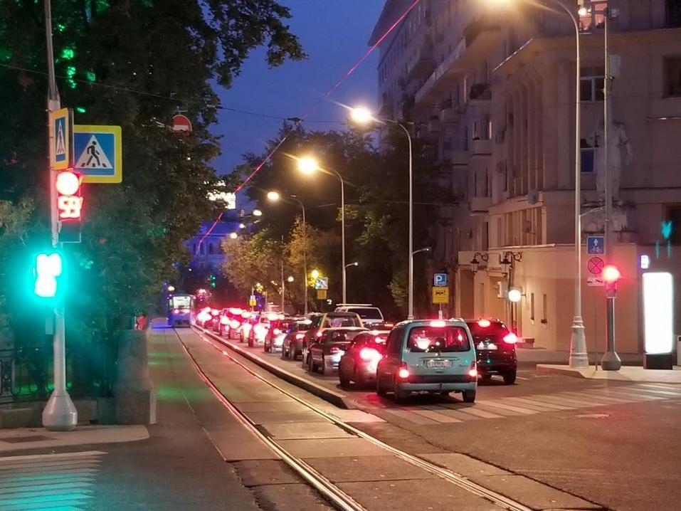 «Неуважение к пассажирам»: в Челябинске предложили демонтировать плитку с трамвайных путей 3