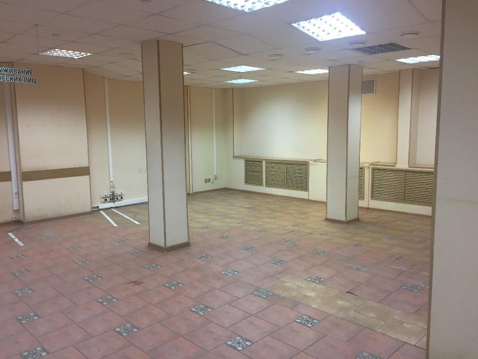 Хоть под «Пятёрочку»: в центре Челябинска выставили на продажу помещение банка 2