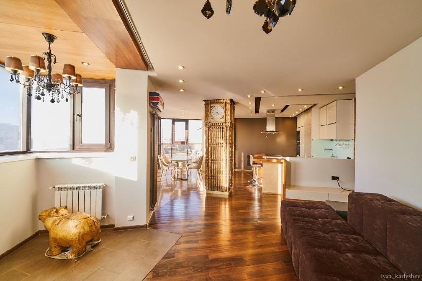 Мини Биг Бен и бюст Аполлона: смотрим, как обустроены самые дорогие квартиры Челябинска 1