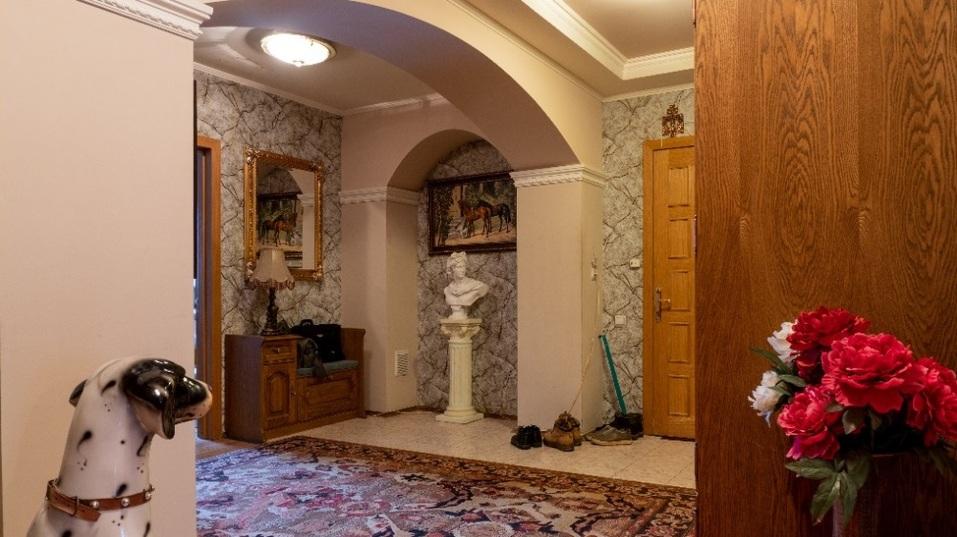 Мини Биг Бен и бюст Аполлона: смотрим, как обустроены самые дорогие квартиры Челябинска 7
