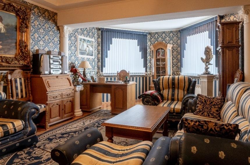 Мини Биг Бен и бюст Аполлона: смотрим, как обустроены самые дорогие квартиры Челябинска 8