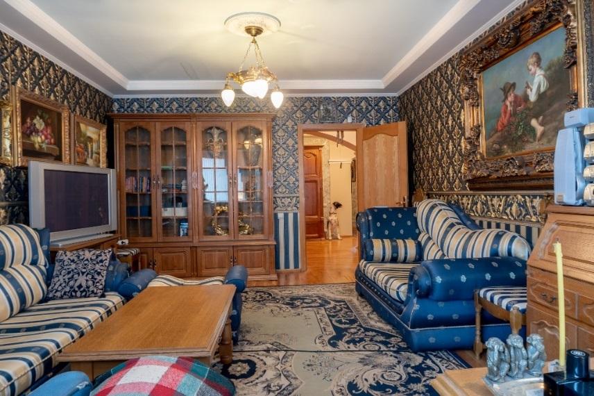 Мини Биг Бен и бюст Аполлона: смотрим, как обустроены самые дорогие квартиры Челябинска 9