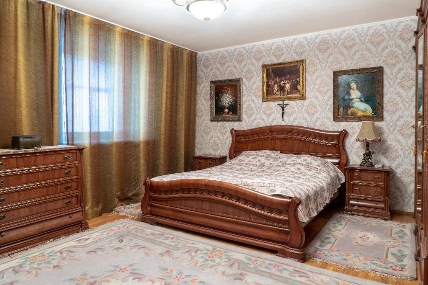 Мини Биг Бен и бюст Аполлона: смотрим, как обустроены самые дорогие квартиры Челябинска 10
