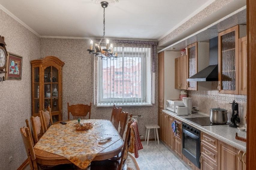 Мини Биг Бен и бюст Аполлона: смотрим, как обустроены самые дорогие квартиры Челябинска 12