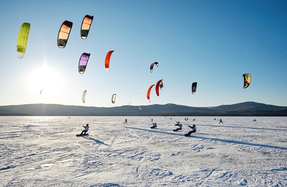 Экстремалы, ветер, паруса: на Тургояке прошел фестиваль по сноукайтингу 4