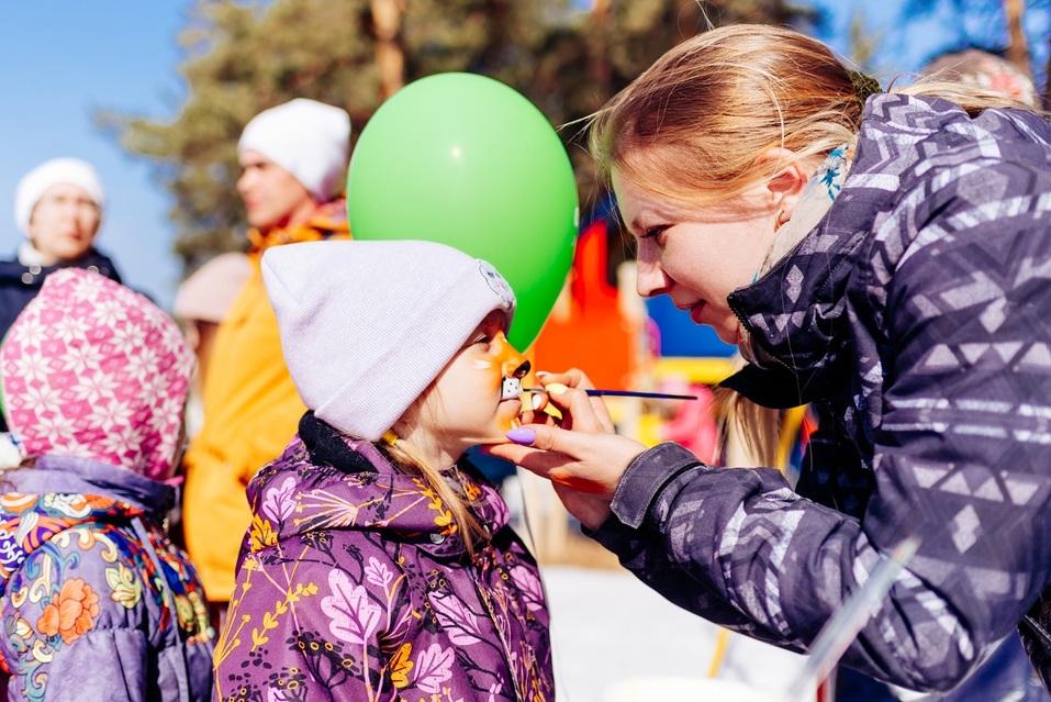 Экстремалы, ветер, паруса: на Тургояке прошел фестиваль по сноукайтингу 10