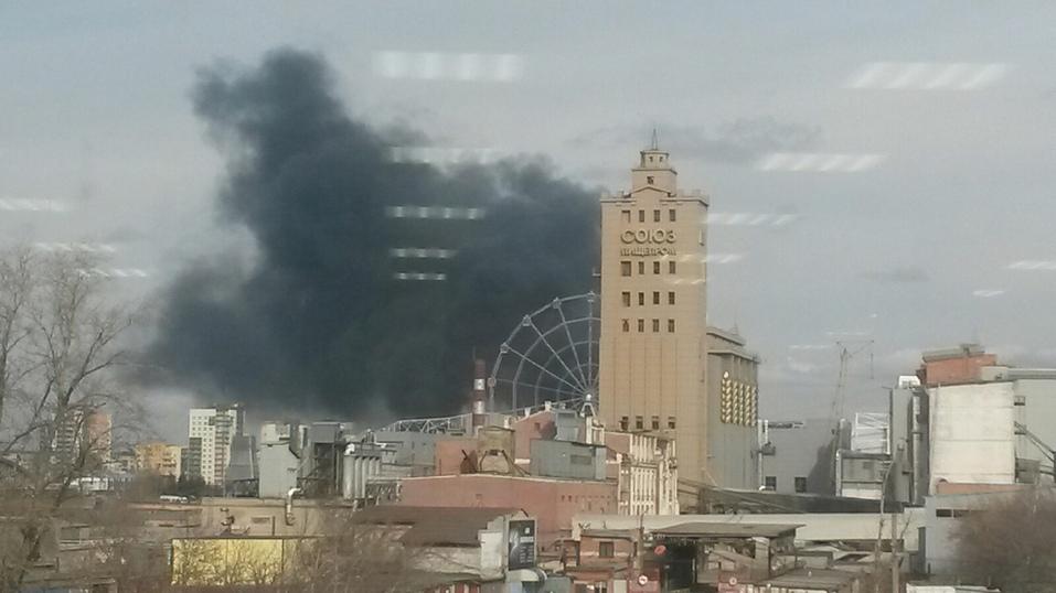На стройке возле конгресс-холла в Челябинске произошел пожар. ФОТО 4