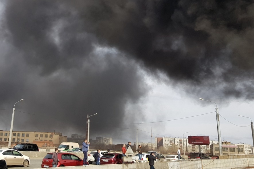 На стройке возле конгресс-холла в Челябинске произошел пожар. ФОТО 3