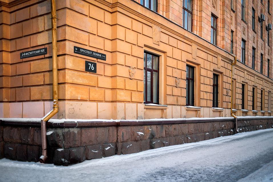 «Ушло 9 месяцев». В Челябинске два дизайнера предложили новый формат адресных табличек 1