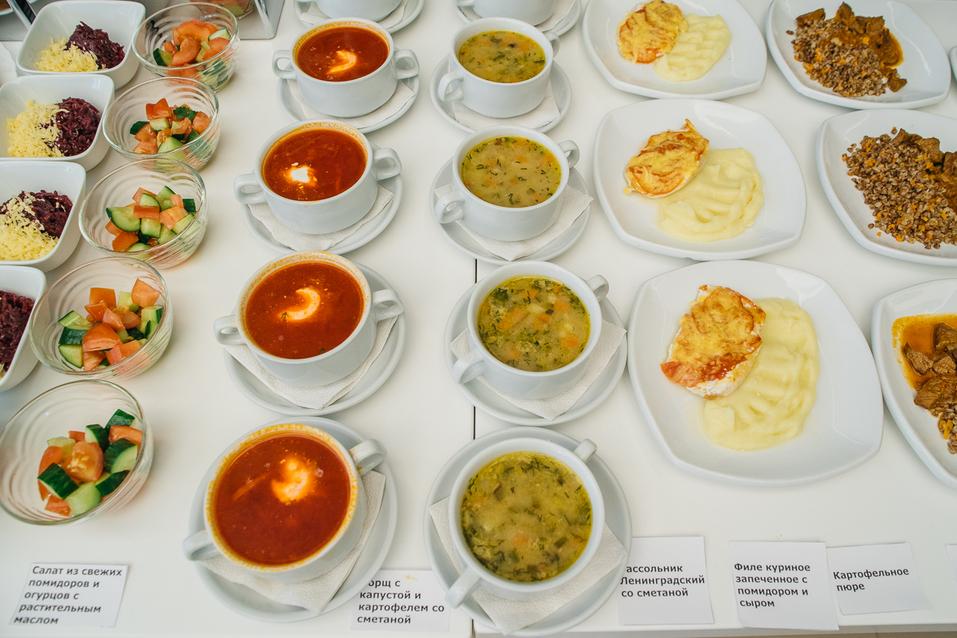 Чем кормят детей в школе? В Екатеринбурге оператор питания показал столовскую еду 3