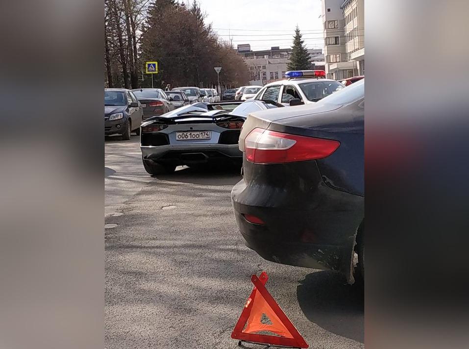 Выезжал от правительства: Lamborghini Аристова попал в аварию в центре Челябинска 1