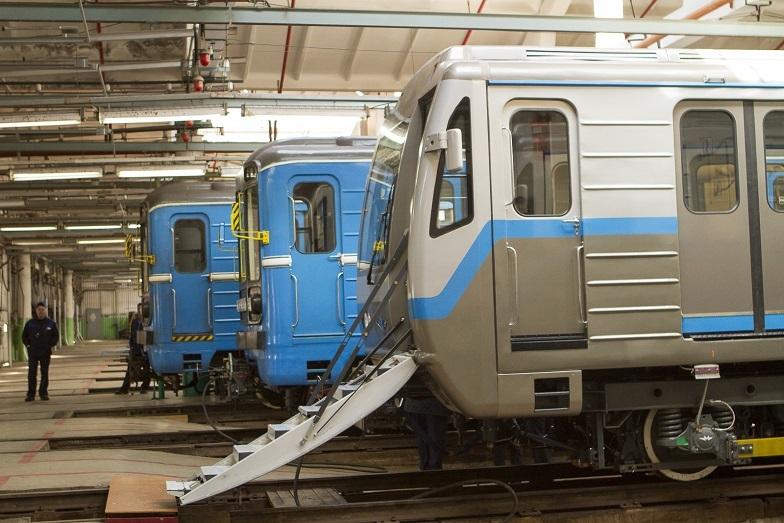 «Детсад на колесах». В Екатеринбурге показали новые вагоны метро, которые оплатят жители  1