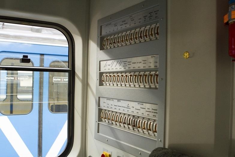 «Детсад на колесах». В Екатеринбурге показали новые вагоны метро, которые оплатят жители  4