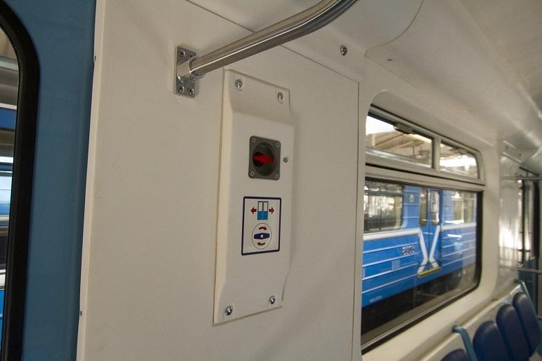 «Детсад на колесах». В Екатеринбурге показали новые вагоны метро, которые оплатят жители  3