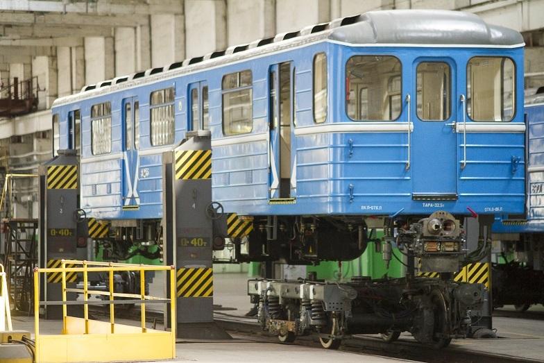«Детсад на колесах». В Екатеринбурге показали новые вагоны метро, которые оплатят жители  5