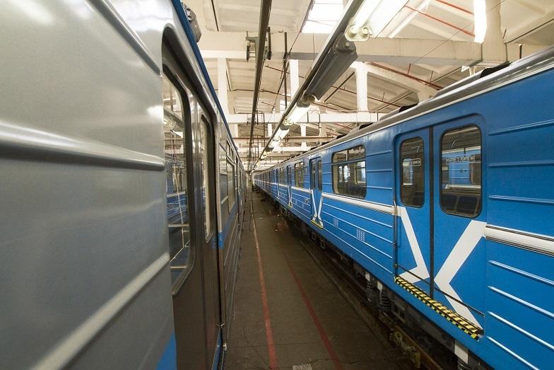 «Детсад на колесах». В Екатеринбурге показали новые вагоны метро, которые оплатят жители  8