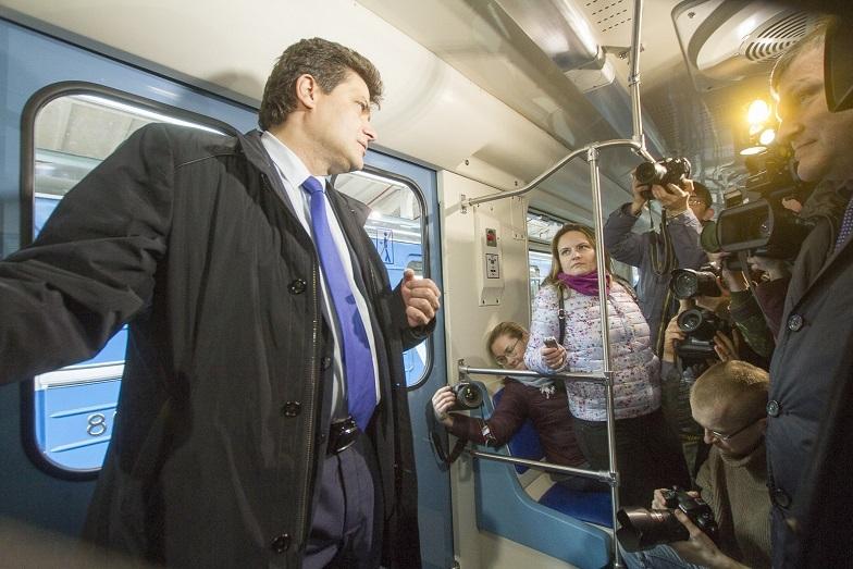 «Детсад на колесах». В Екатеринбурге показали новые вагоны метро, которые оплатят жители  9
