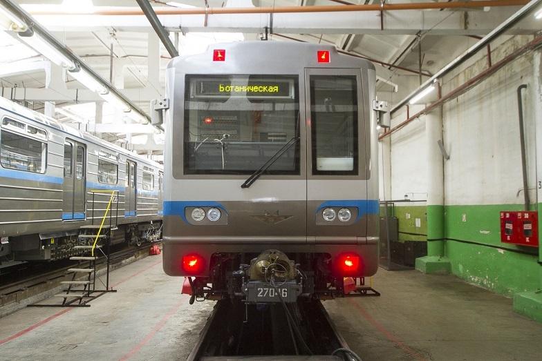 «Детсад на колесах». В Екатеринбурге показали новые вагоны метро, которые оплатят жители  11