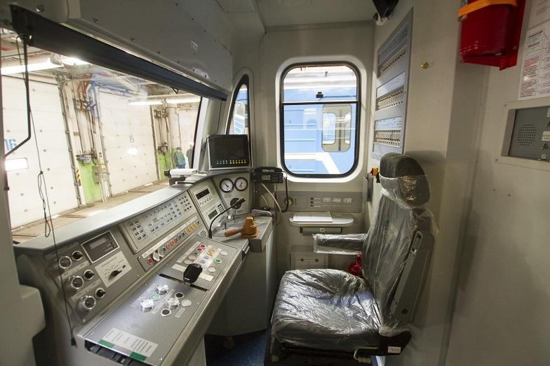 «Детсад на колесах». В Екатеринбурге показали новые вагоны метро, которые оплатят жители  6
