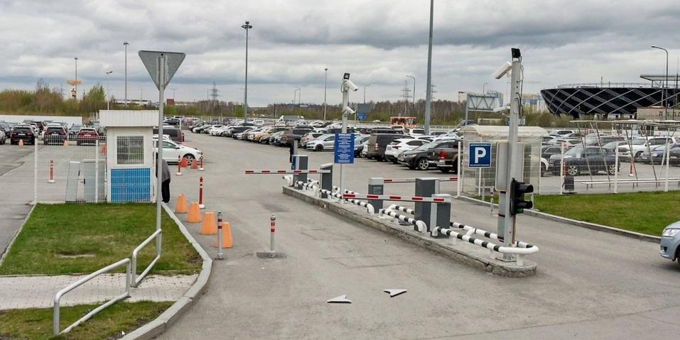 «Полное равнодушие». В аэропорту Кольцово на платной парковке снимают колеса с машин 5