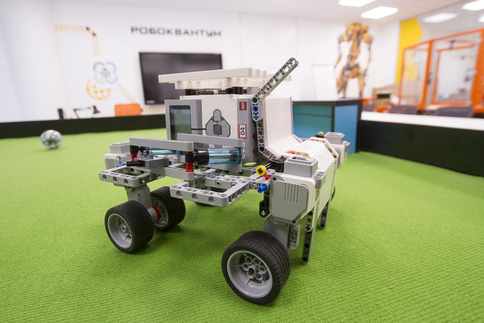 Портфель на колесах, 3D-Путин и помидоры в скафандрах. Изнанка первого детского технопарка 15