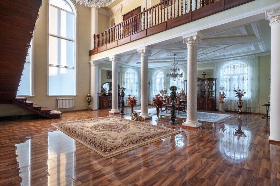 Дом площадью 677 кв. м. имет семь спален