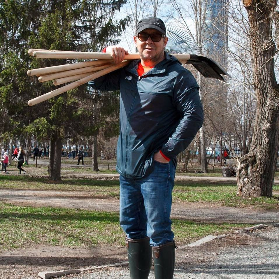 Леонид Гункевич на субботнике