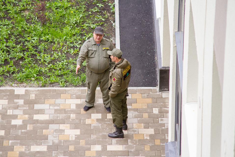Два охранника