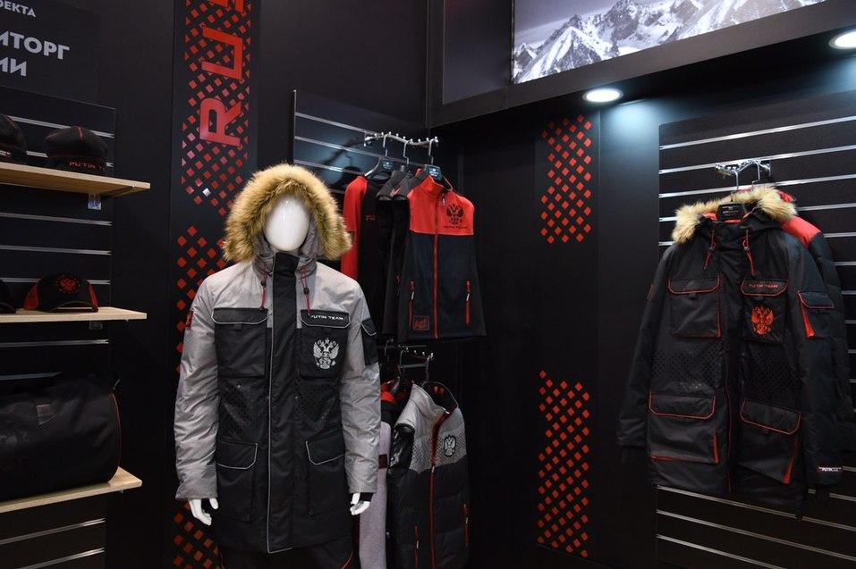 «У Мантурова есть, Путину подарим сегодня». Уральский дизайнер выпустил одежду Putin Team 1