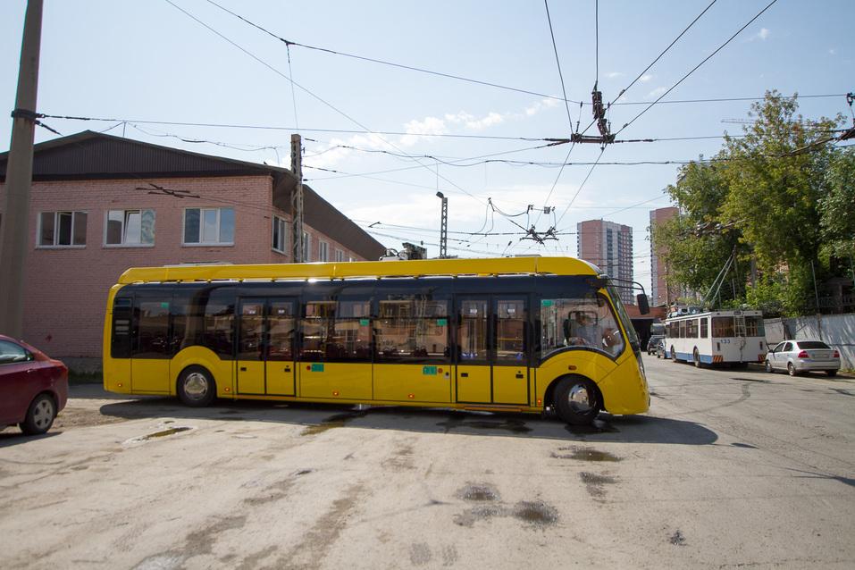 Электробус в депо