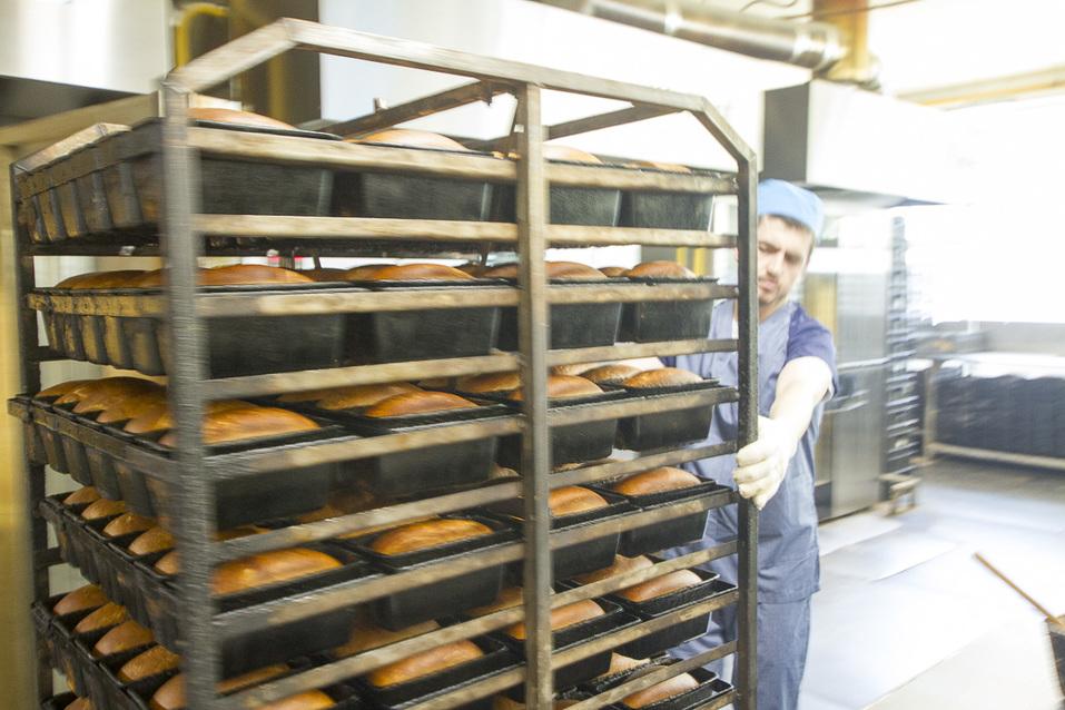 Вагонетка с готовым хлебом