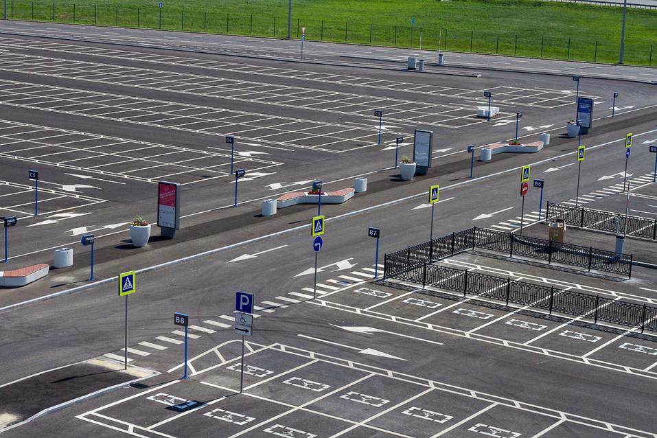 Обновленная парковка МВЦ