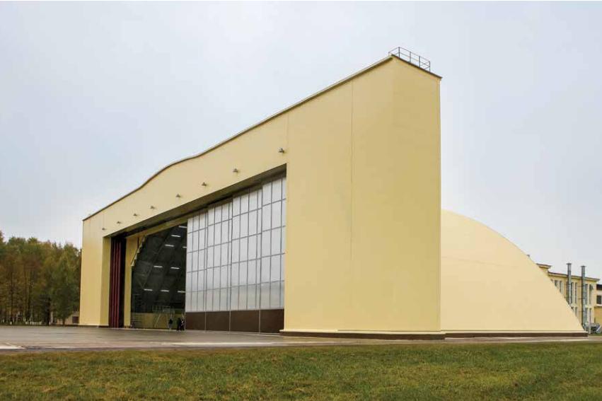 Откатные опорные ворота 55 х 16 м, которые ГК DoorHan сделала для авиаремонтного завода в Старой Руссе