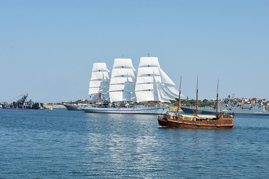 Делегация АПЗ приняла участие в праздновании Дня военно-морского флота в Севастополе 1