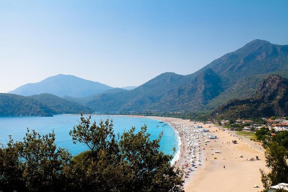 Отпуск семьей: няня и бассейн детям, кафе и пляж родителям. 7 отелей для отдыха с ребенком 1
