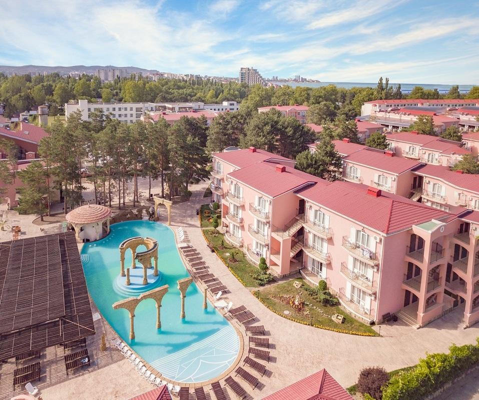 Отпуск семьей: няня и бассейн детям, кафе и пляж родителям. 7 отелей для отдыха с ребенком 3